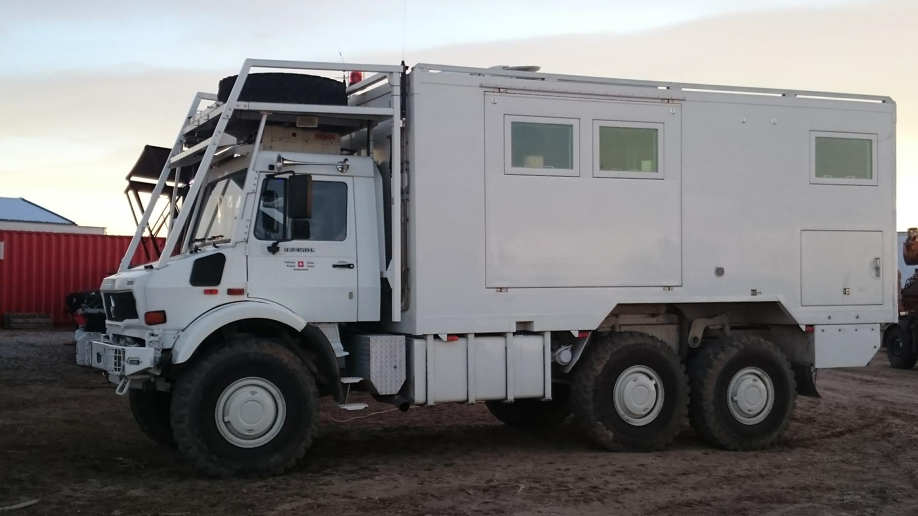 Unicat 6x6 U2450 Camper Couch Off Road Engineering