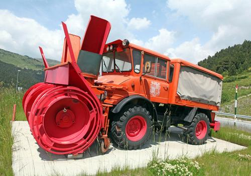Mercedes Benz Unimog snow blower