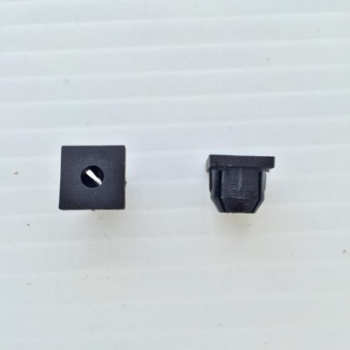 Body molding mounting clip